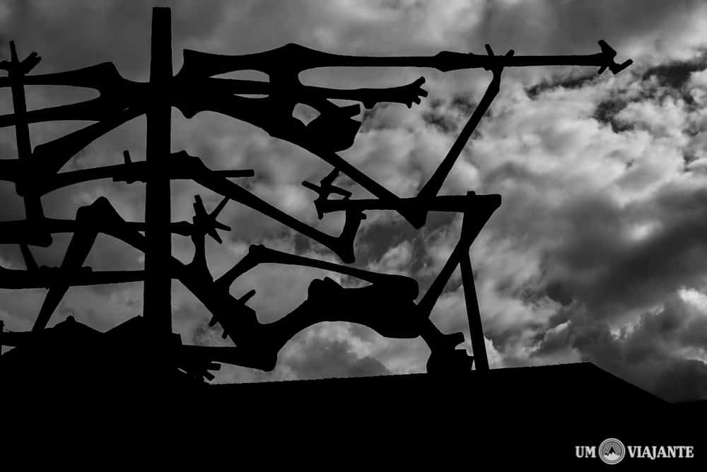 Escultura em homenagem aos mortos, Dachau