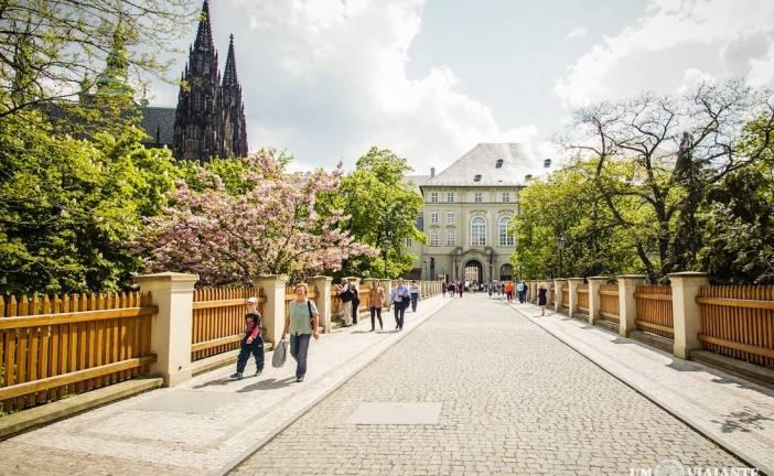 Visitando o Castelo de Praga, o maior castelo do mundo
