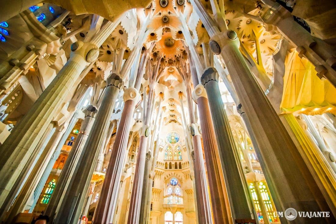 Interior da Sagrada Família, em Barcelona