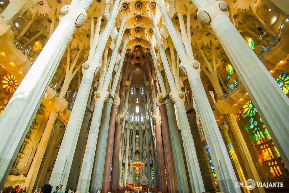 Visitando a sagrada fam lia em barcelona for La sagrada familia interior