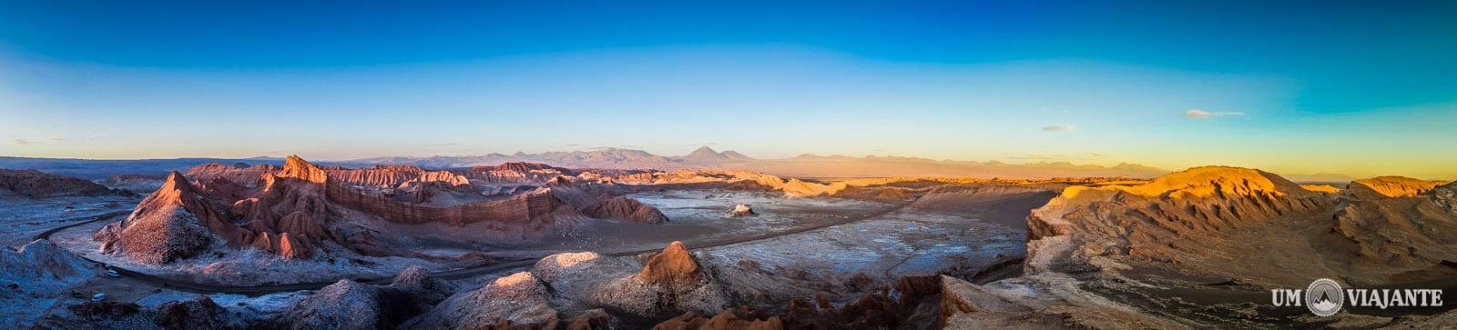 Foto Panorâmica - Pôr do sol no Valle de la Luna