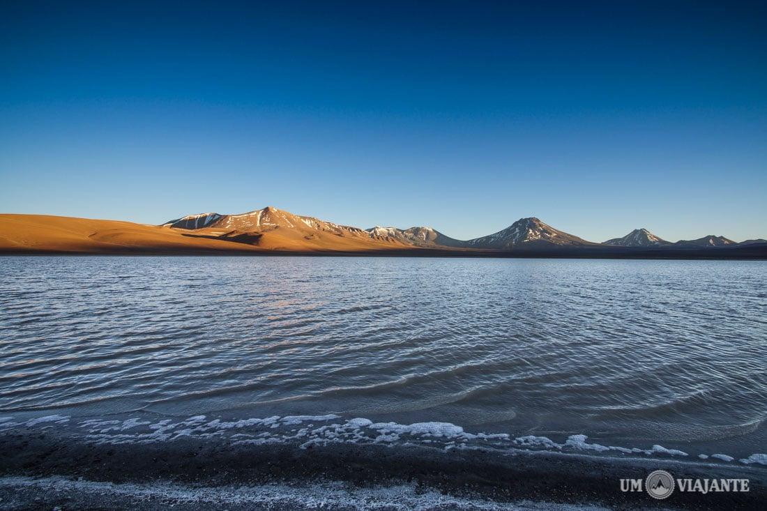 Lagoa Lejia e Vulcão Lascar, no Deserto do Atacama