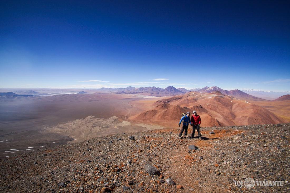 Eu e o Super Elías, na subida do Vulcão Lascar