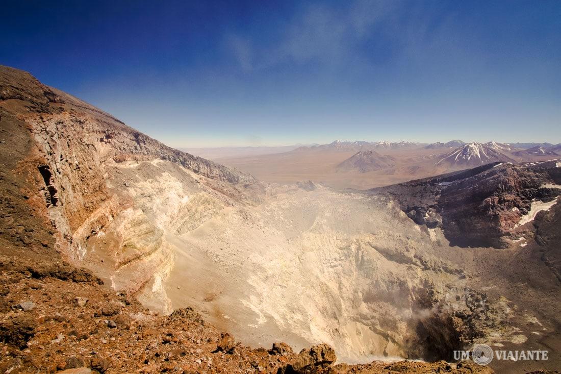 Cratera do vulcão Lascar, no Chile