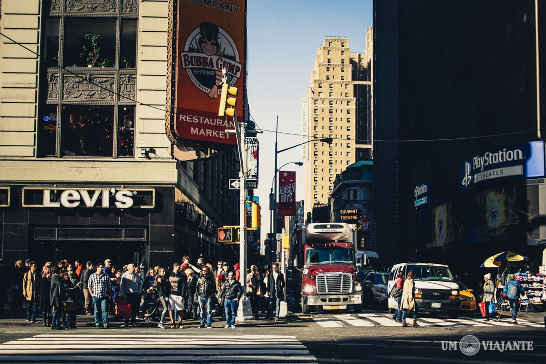 NEW YORK, NY — Chaos is nothing new to New Yorkers, and the crowds on Black Friday are no exception. If you're up for diving through throngs of people to get your hands on the best Black Friday.