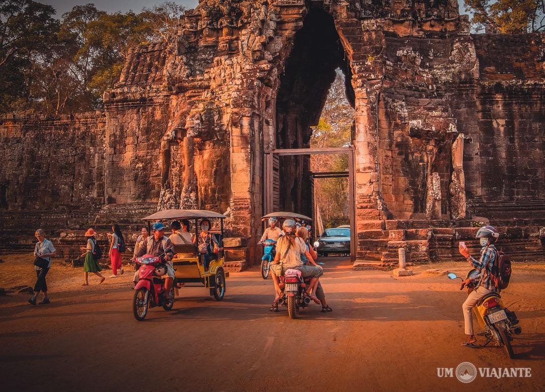 Viajantes em Angkor, Camboja