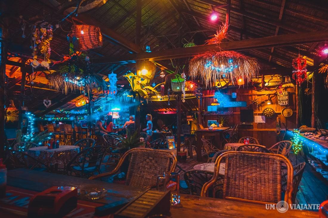 Bar/Restaurante do Palm Beach Bungalow, em Koh Rong