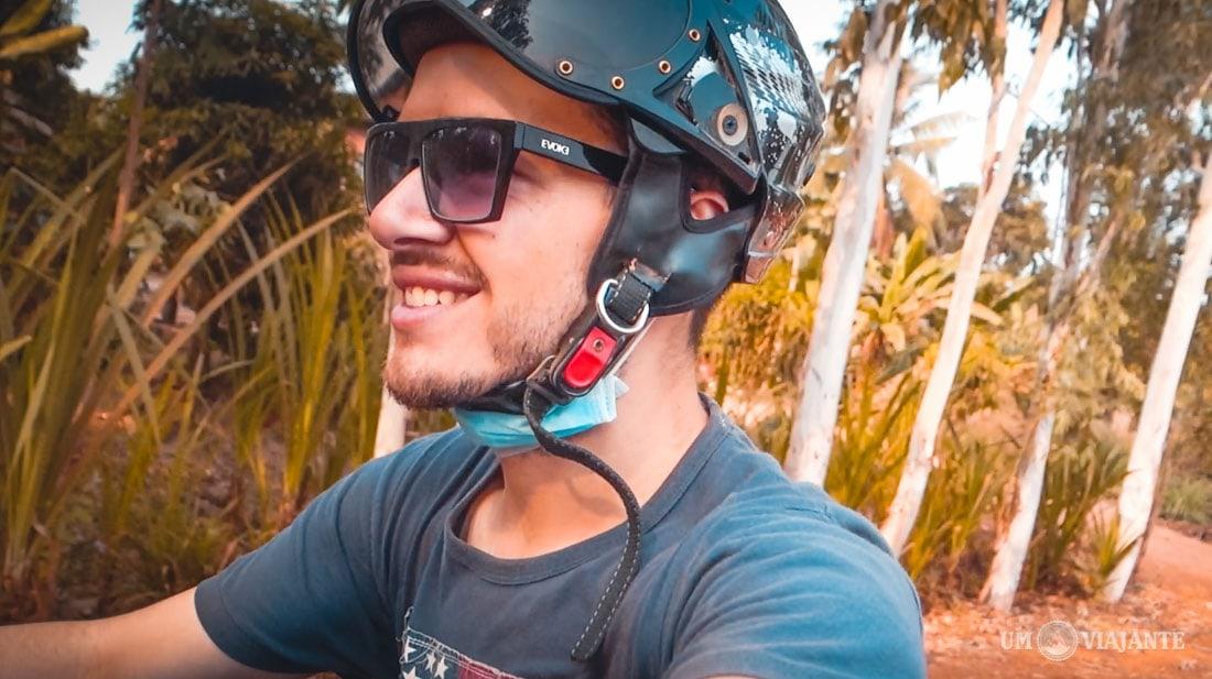 Um Viajante de quadriciclo no Camboja