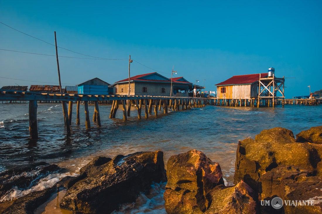 Pequena vila ao lado do hotel, em Koh Rong
