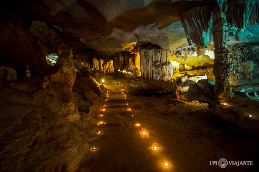 Caverna em Halong Bay, Vietnã