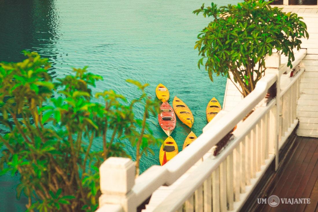 Caiaque em Halong Bay, Vietnã