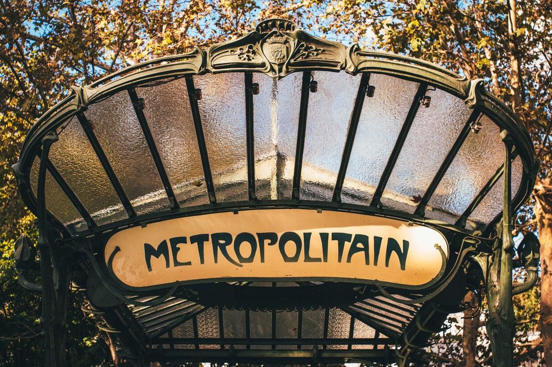 Entrada da estação de metrô de Paris