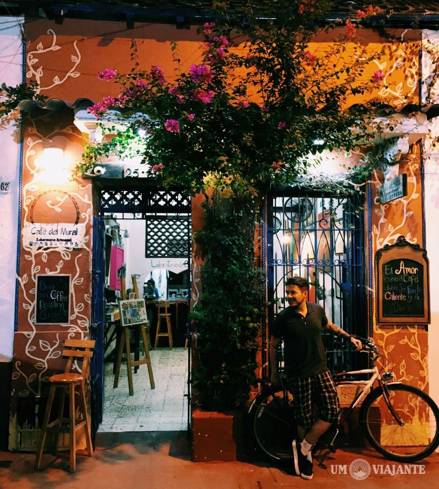 Um Viajante no Café del Mural, Cartagena