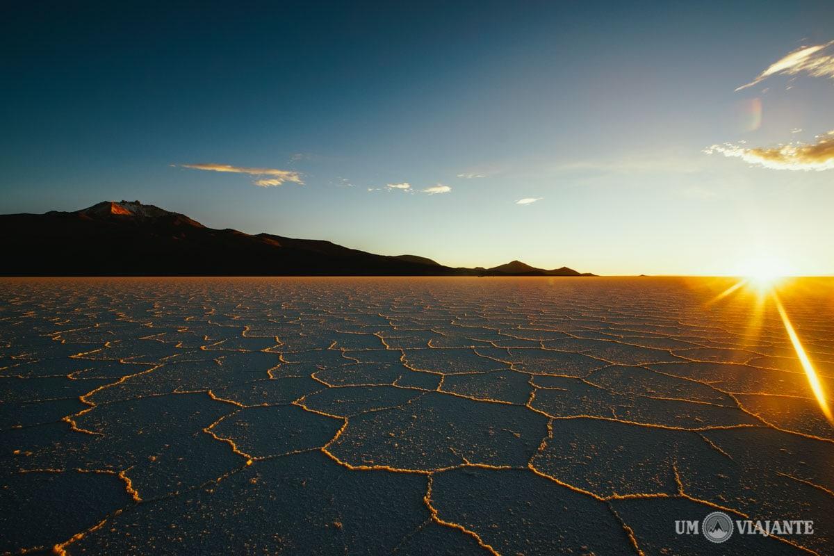 O nascer do sol no Salar do Uyuni