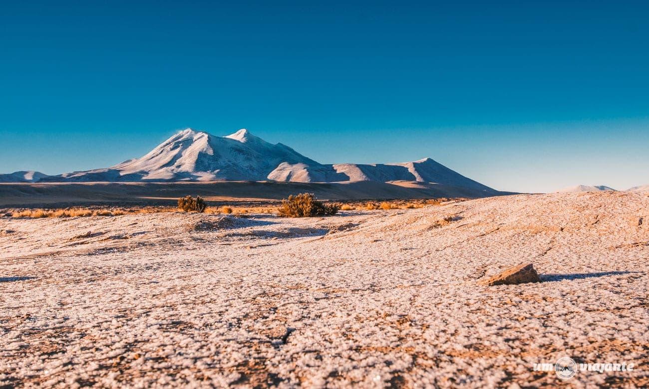 Gelo cobrindo o deserto do Atacama