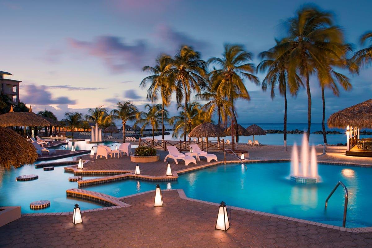 Piscina do Sunscape Curaçao Resort