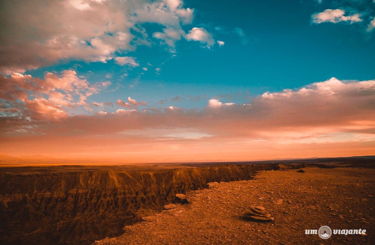 Pôr do sol no Valle de la Muerte - FlaviaBia Expediciones
