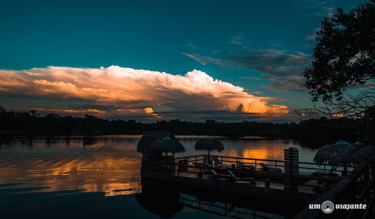 Pôr do sol na Floresta Amazônica - Amazonas