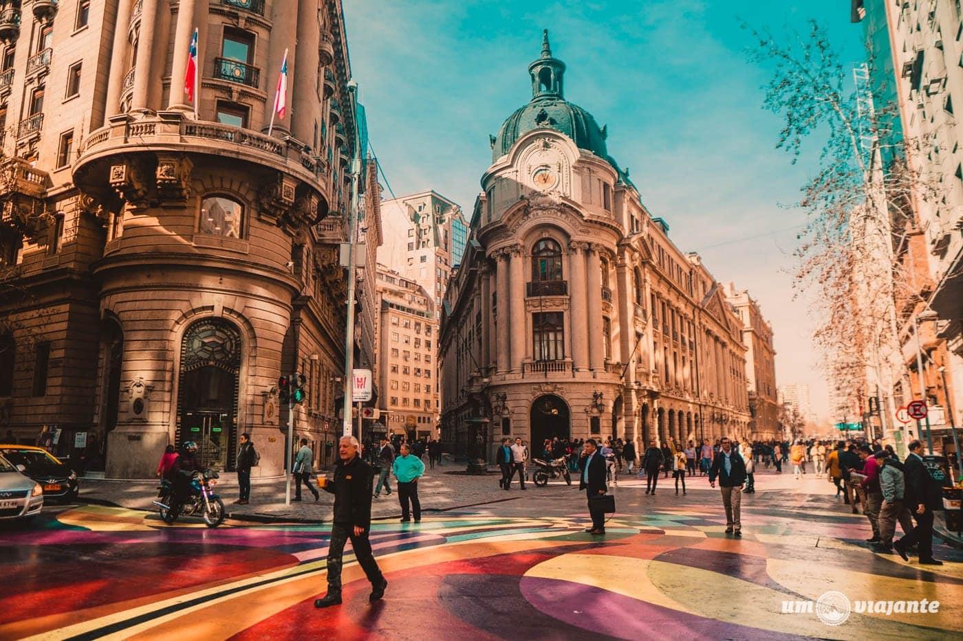 Rua colorida no centro de Santiago - CityTour
