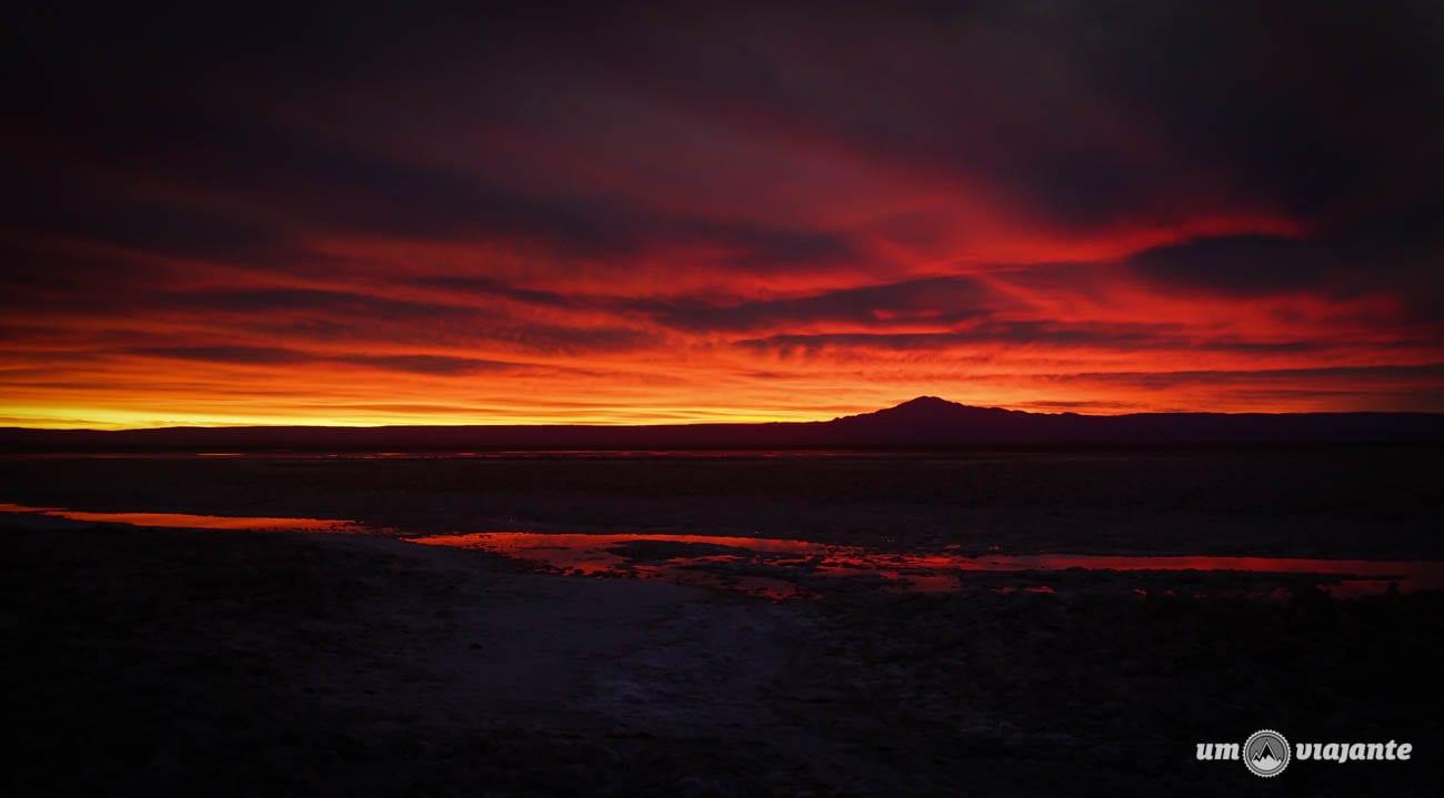 Pôr do sol com nuvens no Salar de Atacama