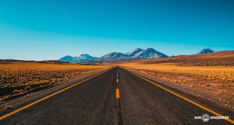 Estrada no Deserto do Atacama   Foto: Robson Franzói @blogumviajante